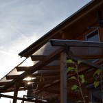 Pergola mit Stegplatten und Holz